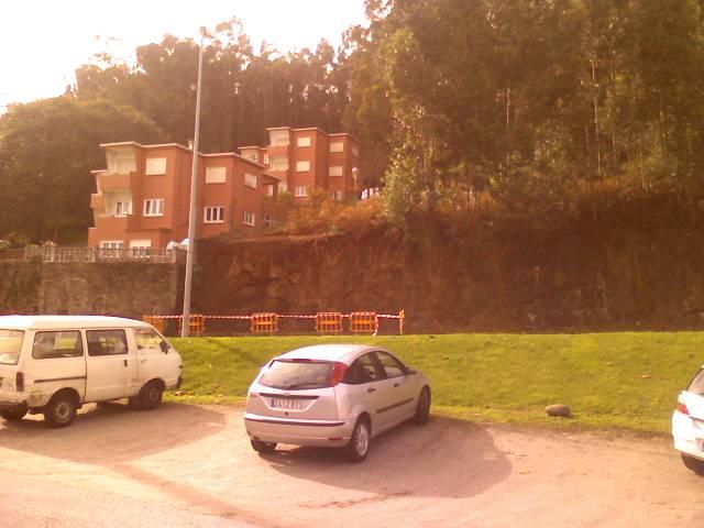 Imagen del talud desde Bastiagueiro a Nirvana, Oleiros, A Coruña